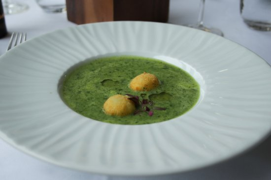Bistro Apetit: Spinach soup with feta cheese