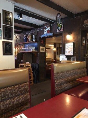 Lobster Boat Restaurant: Inside