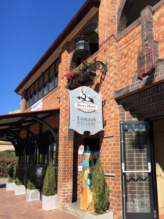 Berry, Australia: Lovely place to settle in for drinks and a nice meal with locals.