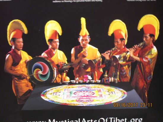 Penticton, كندا: The Drepung Loseling Monks Of Tibet