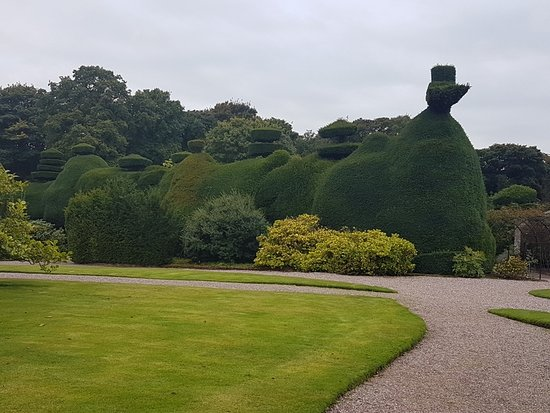 Knutsford, UK: Topiary