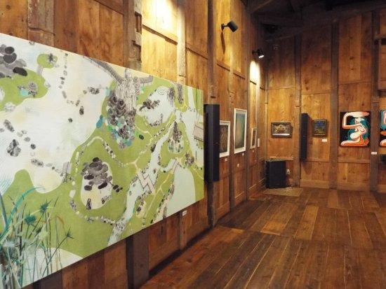 Kaisei-machi, Japón: 蔵の中では美術展が開催されていました。