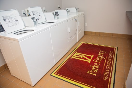 BW Premier Collection, Parke Regency Hotel and Conference Center: Guest Laundry