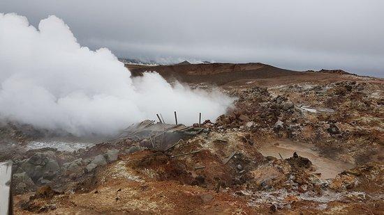 Grindavík, Islandia: Ein auffälliges, fauchendes, stinkendes Dampfloch