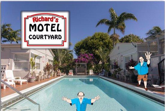 Richard's Motel Courtyard