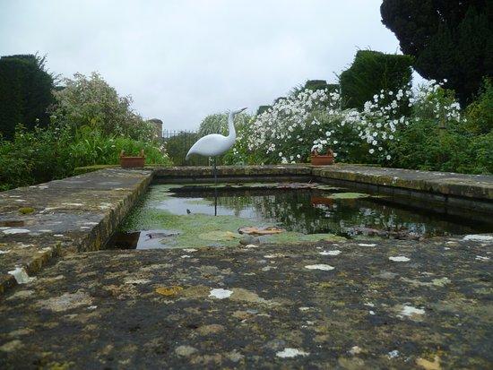 Bourton-on-the-Hill, UK: White garden