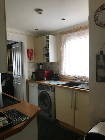 Pitfaranne Guest House: Kitchen