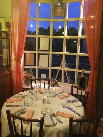 Odiham, UK: Window table