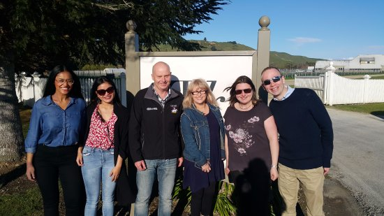 Martinborough, Selandia Baru: Beautiful day at Te Kairanga, with a lovely group of guests!