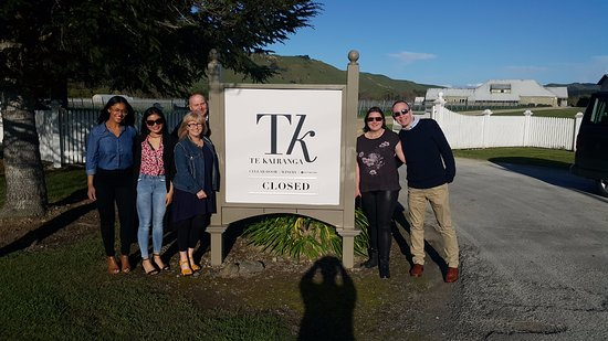 Martinborough, Selandia Baru: Te Kairanga entrance. A lovely cellar door at bottom of the driveway, hosted by Julianna and Pau