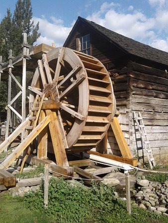 Keremeos, Canada: Rebuilt water wheel and the old mill