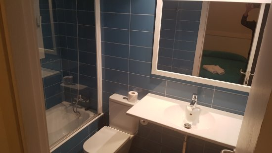 We Had A Very Nice Apartment With 2 Bedroom And Two Bathroom It - Nice-apartment-bathrooms