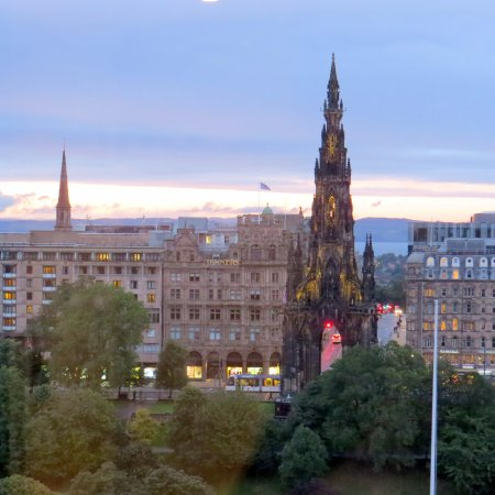 Fraser Suites Edinburgh : Scott monument view from the room.