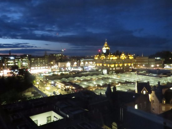 Fraser Suites Edinburgh : Nighttime view from room.