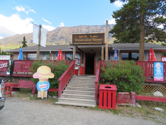 Carcross, Canada: Front entrance to this lovely place
