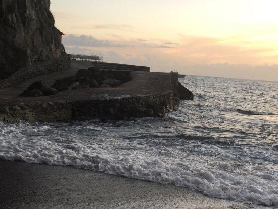 Il San Pietro di Positano: Lovely beach and swim platform