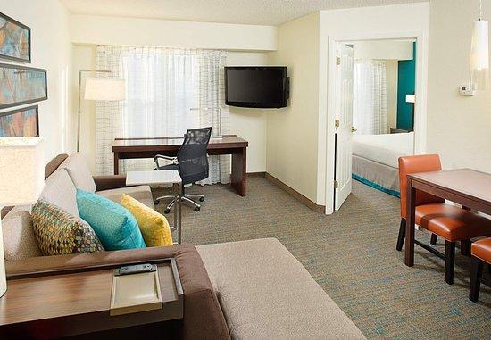 Rosemont, IL: One-Bedroom Suite