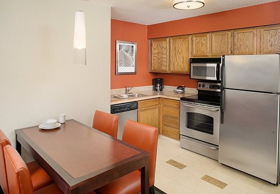 Rosemont, IL: Two-Bedroom Suite Kitchen