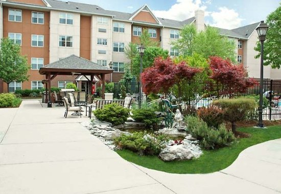 Rosemont, IL: Courtyard