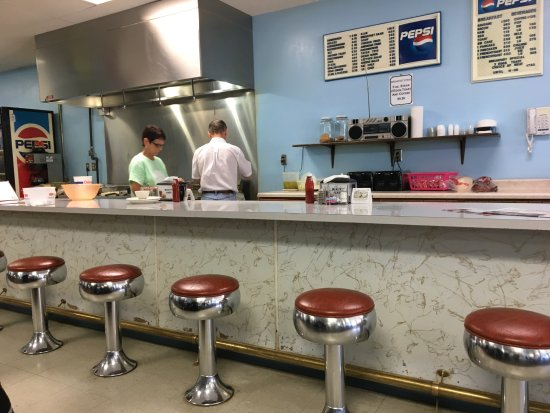 Billy's Cafe: counter service available