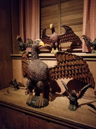 Winterthur, เดลาแวร์: eagles carved by Schimmel