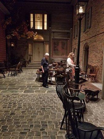Winterthur, DE: Interior courtyard with antique furniture