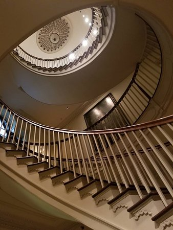 Winterthur, DE: spiral staircase to upstairs