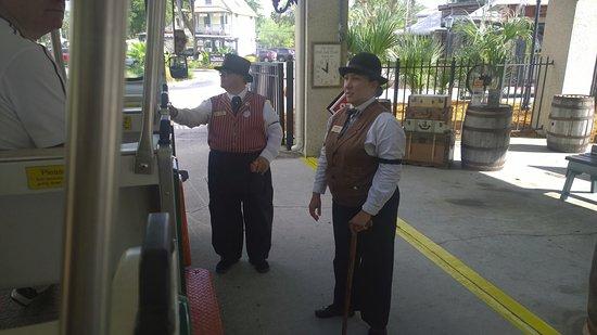 Howard Johnson Inn - Historic ST. Augustine FL: Parada central del shuttle que recorre durante todo el dia las diferentes estaciones turisticas