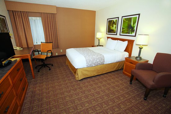 Glendale, WI: Guest Room