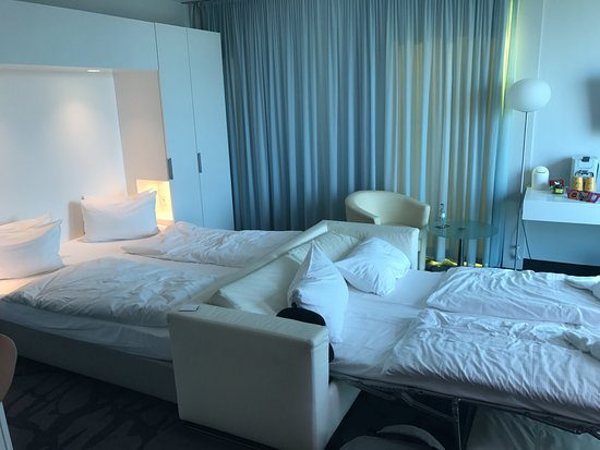 art'otel cologne: bedroom