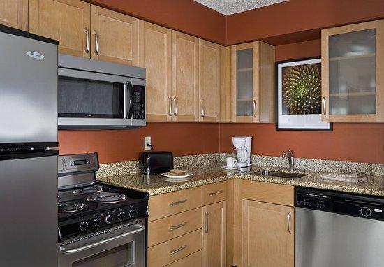 Rancho Cordova, CA: Suite Kitchen