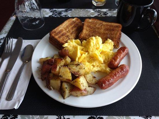 Lac le Jeune Resort: Hot Breakfast! Very good!