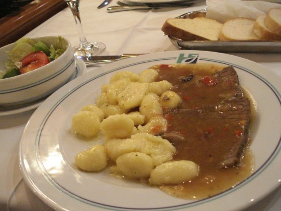 Hotel Jezero: ホテル内のレストランでのディナー