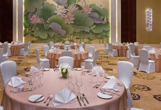 Daqing, China: Ballroom - Western wedding setup