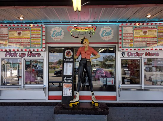 Maryville, TN: No classic carhops besides the statue, but they'll still bring your food out, service was great.