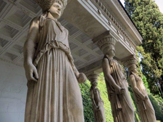Parco Scherrer : greek statues