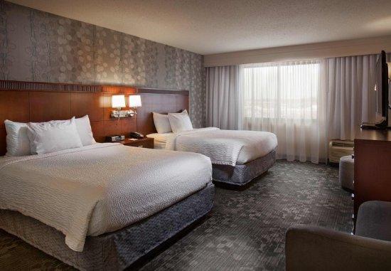 Fayetteville, AR: Queen/Queen Suite