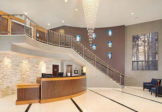 Montvale, Nueva Jersey: Front Desk & Lobby