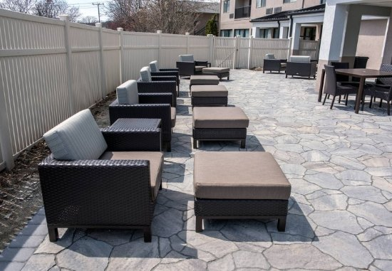 Norwich, CT: Outdoor Patio