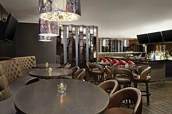 Four Points by Sheraton Calgary West: Avenue 16 Kitchen & bar lounge