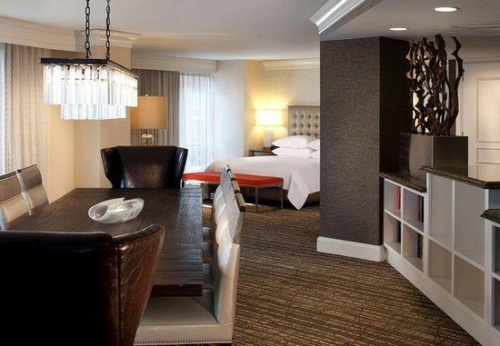 Sugar Land, TX: Plaza Suite - Dining Area