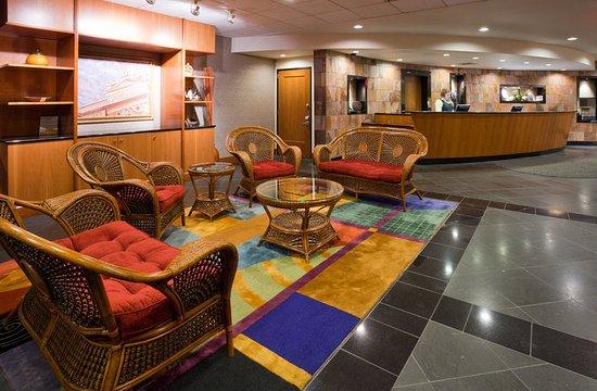 Wauwatosa, WI: Radisson Milwaukee West Lobby