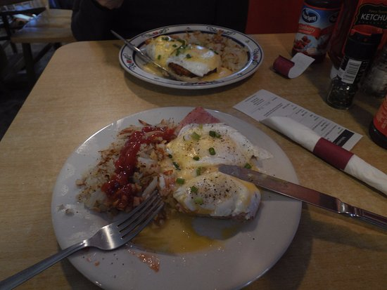 Yellowstone Grill: Eggs Benedict