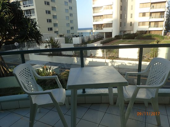 Full view picture of emerald sands surfers paradise for Balcony seating