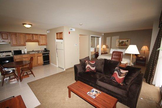 Urbana, IL: Courtyard King Suite