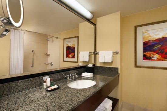 Agoura Hills, CA: Guest Bathroom