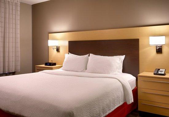 Pleasant Hill, CA: Two-Bedroom Suite - Bedroom