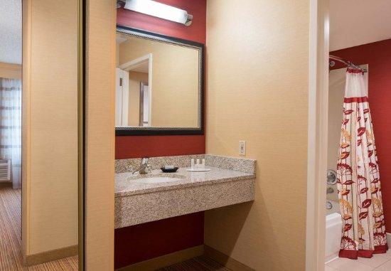 Pleasant Hill, CA: Guest Bathroom