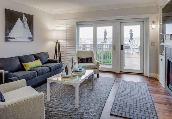 New Castle, Νιού Χάμσαϊρ: One-Bedroom Marina Suite - Living Area