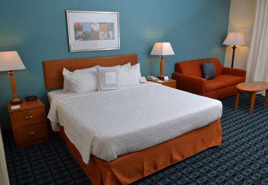 Effingham, IL: Larger King Guest Room